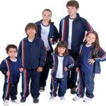 foto estudandes uniformizados